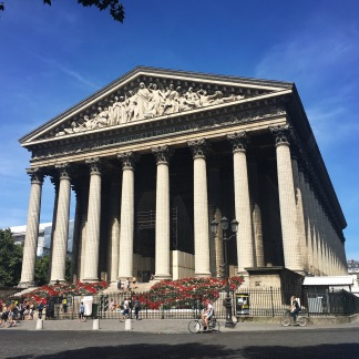 Frontal view of L'église de la Madeleine