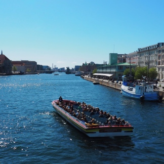 City trip boat.